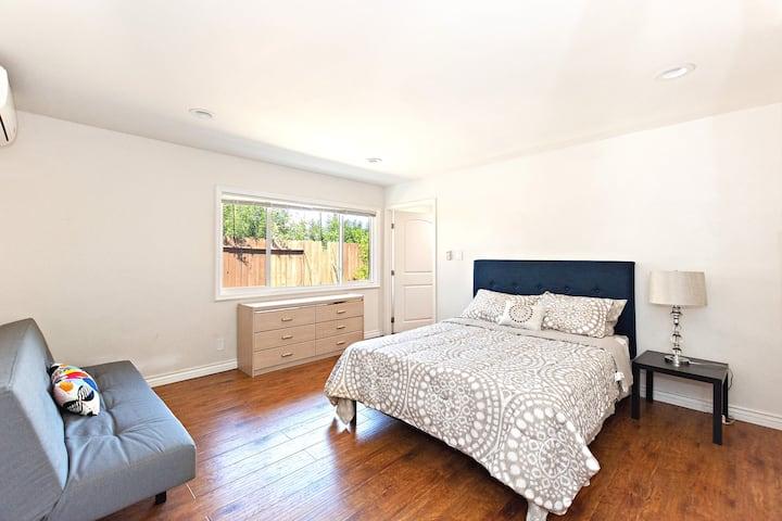 The Spacious Guest House-Close to Disney & LA