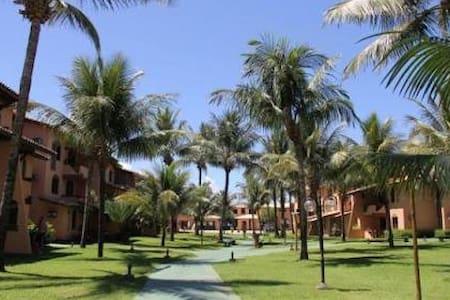Flat à Beira Mar em Guarajuba-BA com 3 quartos - Камасари