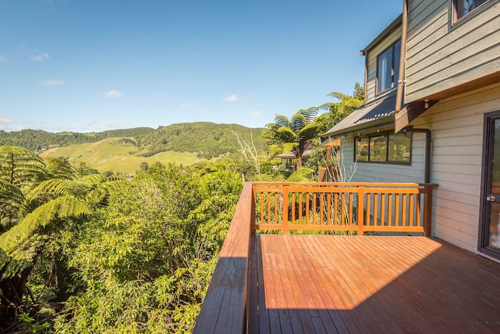 Stunning Bush Clad Setting - Beautiful Lake Views