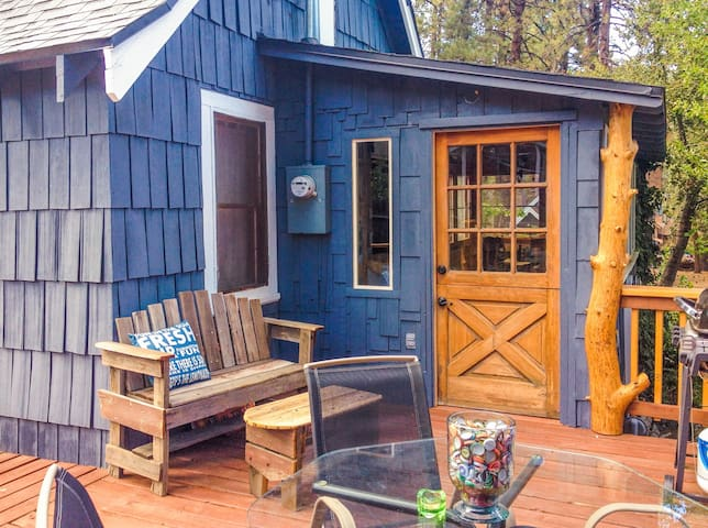 REINDEER COTTAGE 3BR, Frplc, WIFI, Pets, Mntn View