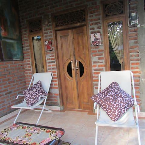 Putu Lovina House - Singaraja - Ev