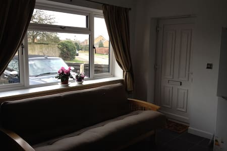Tracey's serviced flat in Charlton Kings - Cheltenham - Service appartement