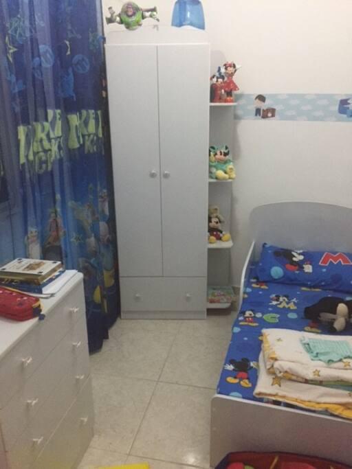 Quarto 2, podendo tirar a cama infantil e adicionar outra cama solteiro