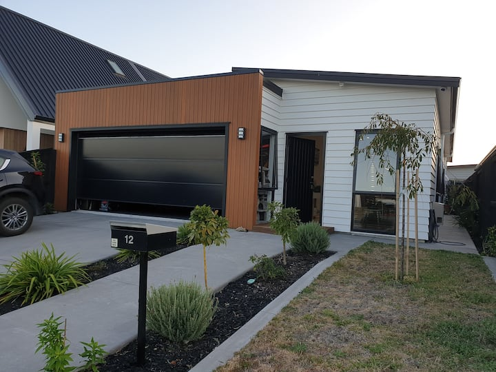 A modern Papamoa Beach family home - Families only