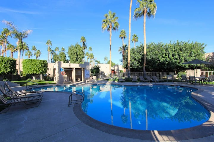 Inviting condo w/ shared pools & hot tub - close to downtown, 2 dogs OK!
