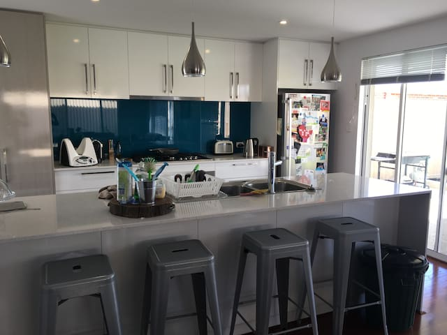 Guildford residence - South Guildford - Hus