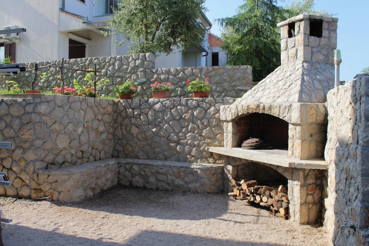 One bedroom apartment with terrace and sea view Njivice, Krk (A-5458-f)