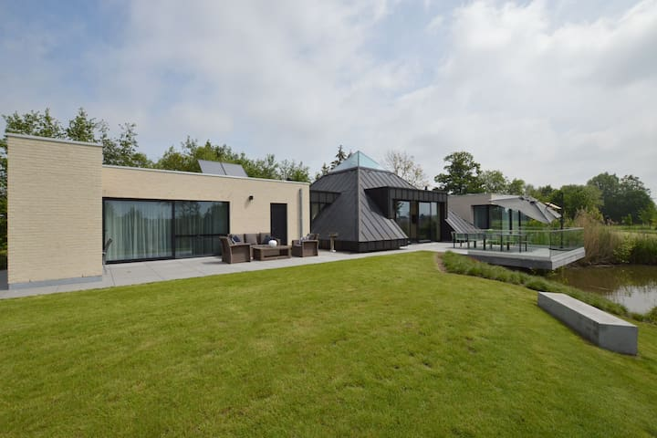 Ultra luxury, modern, waterfront holiday home in Flemish Ardennes