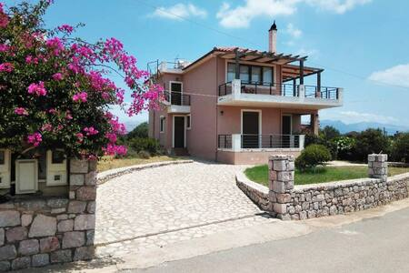 Airy 130m2 Villa: Short walk to Pavlopetri beach