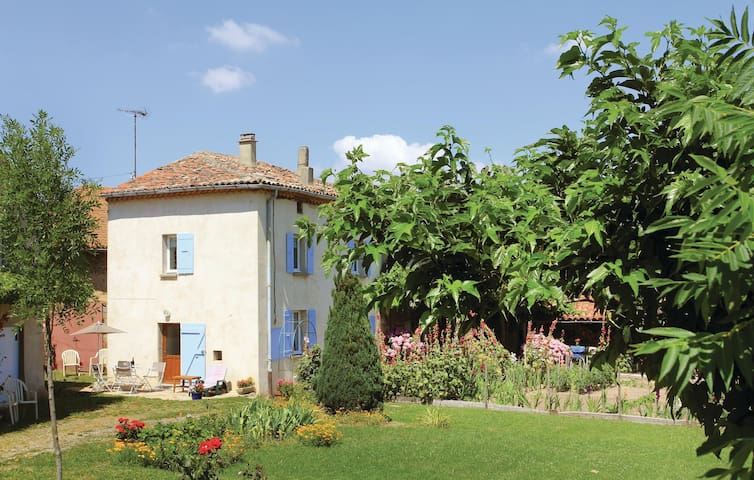 Semi-Detached with 3 bedrooms on 54m² in Alboussière