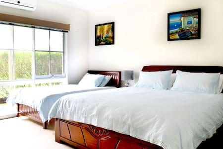 Queen Deluxe Private Room @ Bayview Estate B & B - Main Ridge
