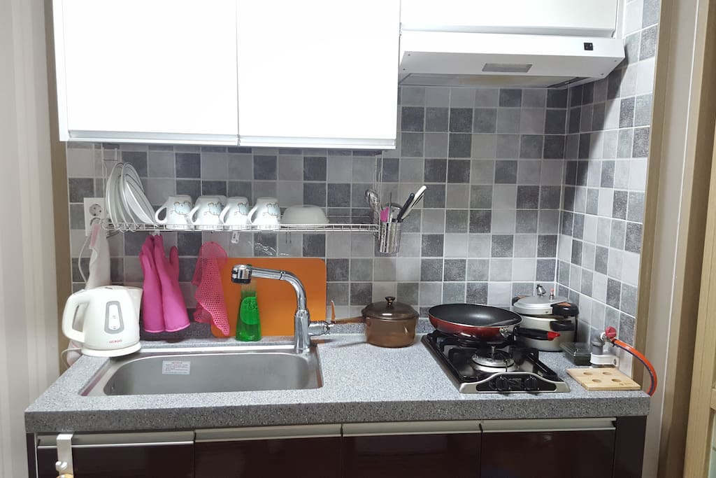 Small Kitchen - Isn't it tidy and arranged well?