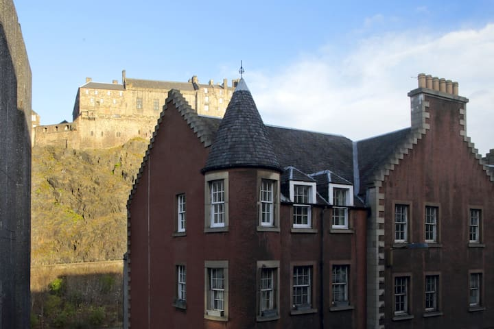Central Apartment with Castle View