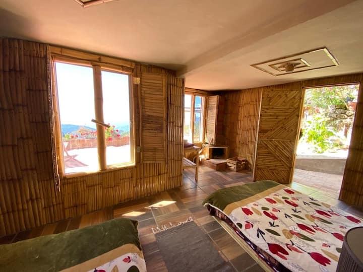 Habitación de bambú en la cumbre san José pacifico