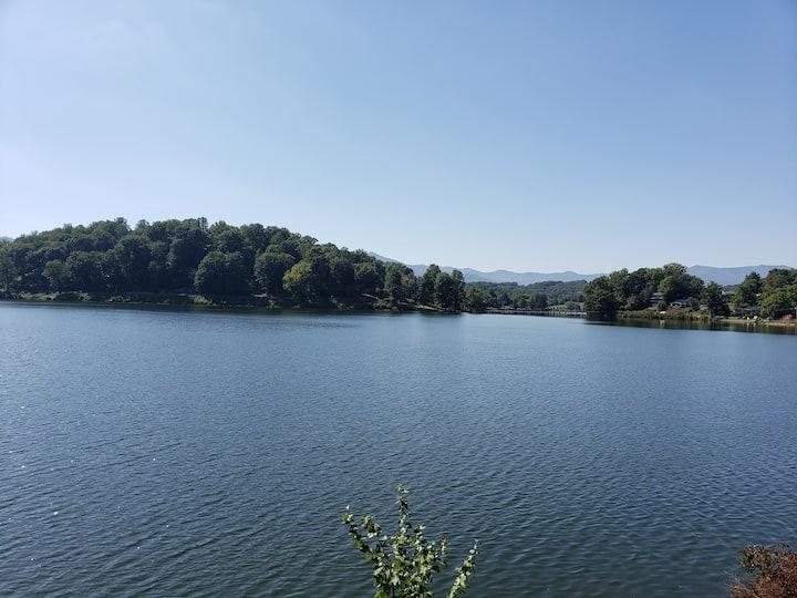 Apartment - Minutes to Lake Junaluska (1 pet ok)