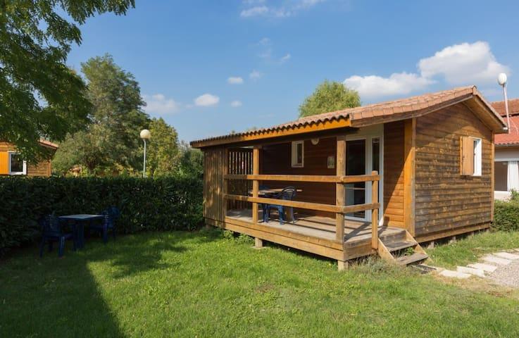 Chalet hôtelier avec terrasse et bonne literie - Saint-Romain-de-Jalionas - Hytte (i sveitsisk stil)