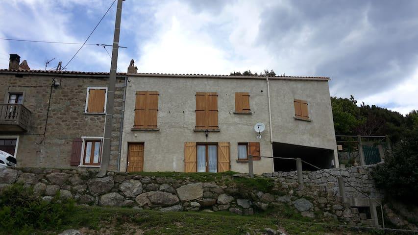 MAISON DE CAMPAGNE SITUE A 750M ALT - Isolaccio-Di-Fiumorbo - House