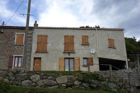 MAISON DE CAMPAGNE SITUE A 750M ALT - Isolaccio-Di-Fiumorbo - Casa
