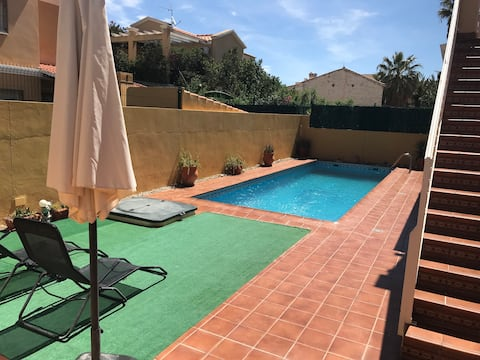 GREAT HOUSE WITH A PRIVATE POOL IN VERA VILLAGE