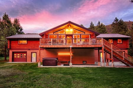 Scenic and Luxurious 5BR 3BA on 12 Acres Sleeps 17 - Leavenworth - Casa