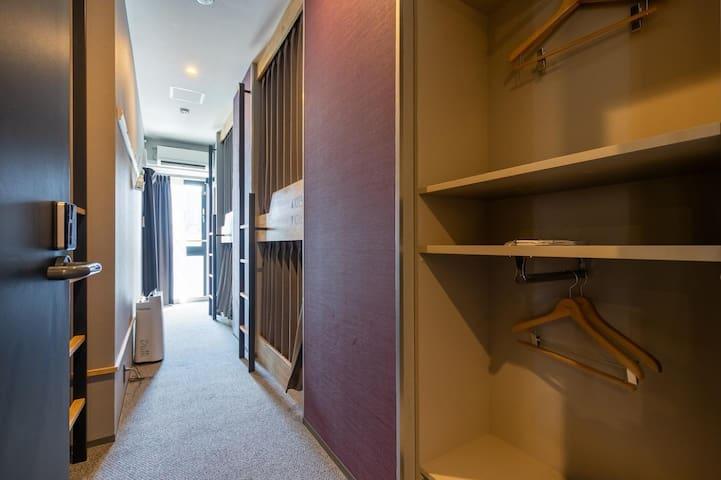 [Mixed Dormitory] Breakfast incl./5mins from Shintomicho Sta.on foot/Strolling around Ginza&Tsukiji/6Pax/FreeWifi