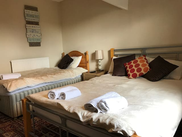Budget triple room B&B Buxton - Buxton - Bed & Breakfast
