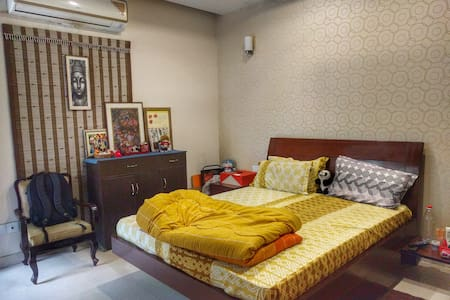 Centrally located, Private room with Garden, A/C, - Noida