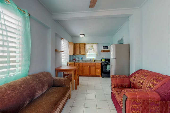 Cozy cabana with AC in the room, 200 yards away from the beach!