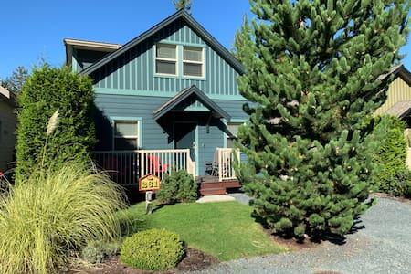 Oceanside Cottage - Vancouver Island Getaway