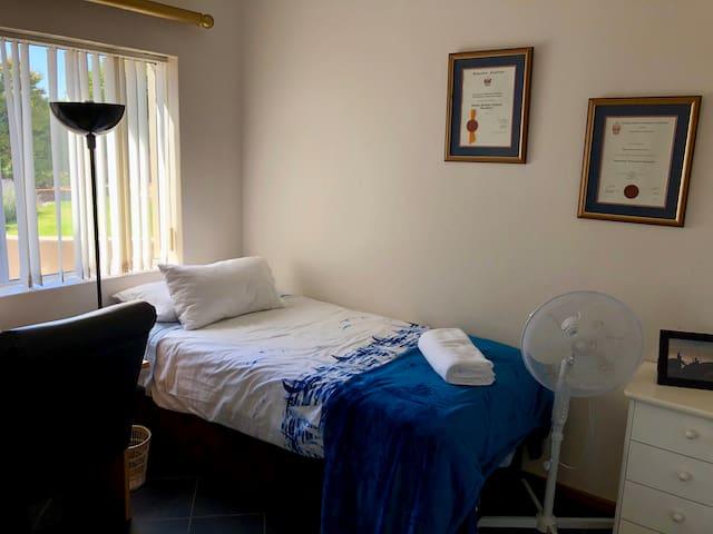 Study/single bedroom (ground floor)