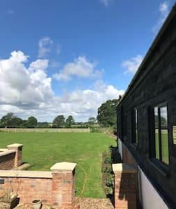 The Farmhouse, Great Horwood
