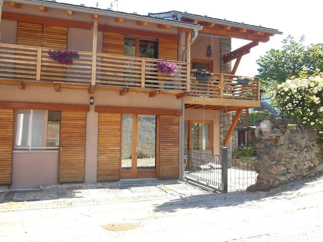 Rustico in Valtellina e presso il lago di Como