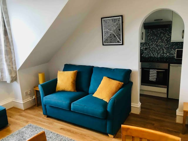 Bright, cosy & comfortable West End flat with WiFi