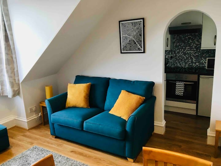 Bright, Cosy and Comfortable One Bed West End Flat