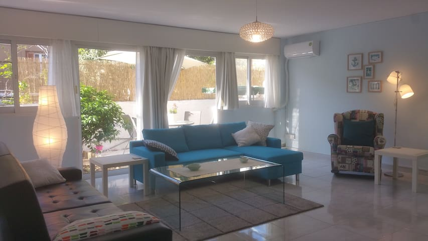 Nice apartment 5 minutes from beach - Germasogeia - Huoneisto