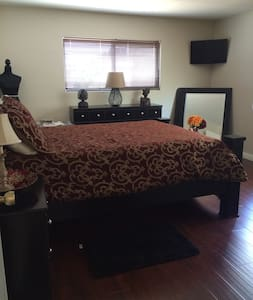 1 Cozy Bedroom for California Stay - Thousand Oaks - Hus