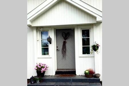 Typical Norwegian Farm House near the airport - Jessheim