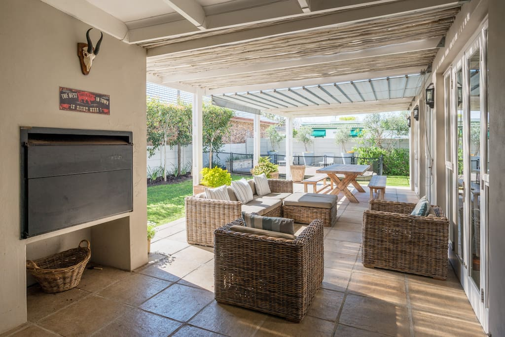 Entertainment area with built in BBQ