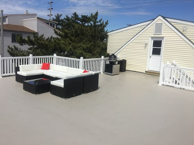 BRIGANTINE 3BR/1B apartment with private deck - Brigantine