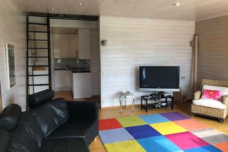 Mysig lägenhet på landet ett stenkast från havet