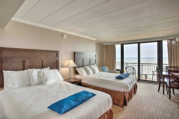 Oceanfront Myrtle Beach Studio w/ Pool Access