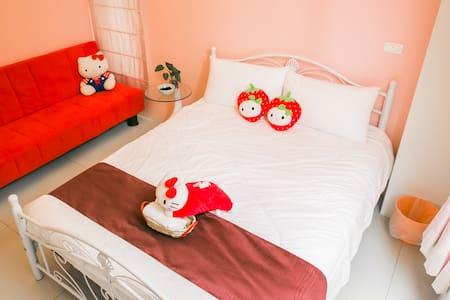 唯你民宿-少女凱蒂(Hello Kitty Room)●兩人房可加一床