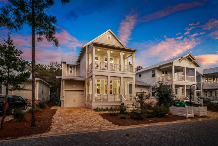 Serenity by the Sea- Golf Cart, Beautiful Home!