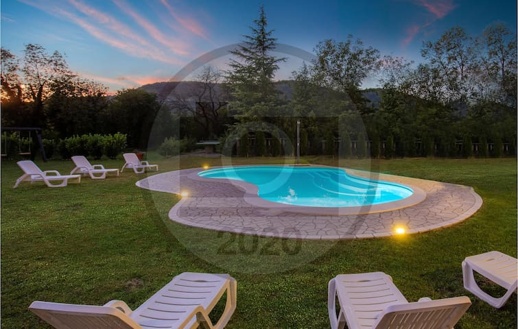 Holiday cottage with 7 bedrooms on 638m² in Graberje Ivanicko
