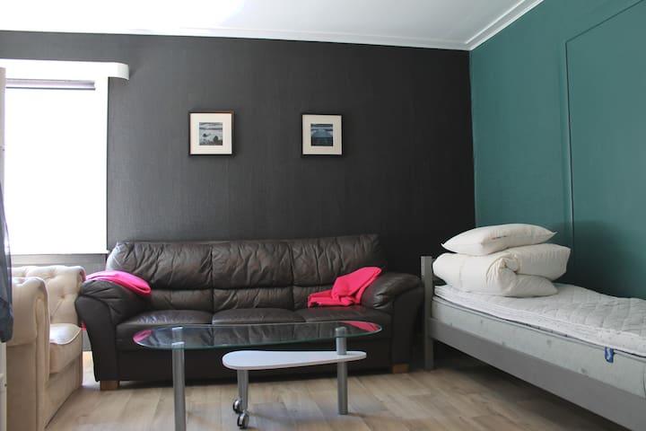 Bed 1 + Sofa