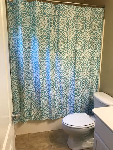 Desirable Room Near White Water Center & Charlott