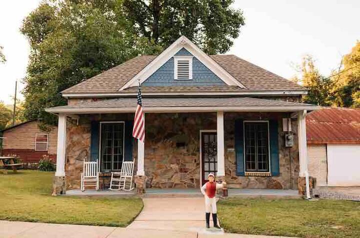 Cozy Blacksmiths Cottage