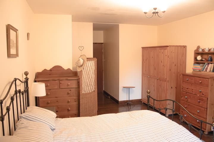 Chambre D'hotes B&B with large pool