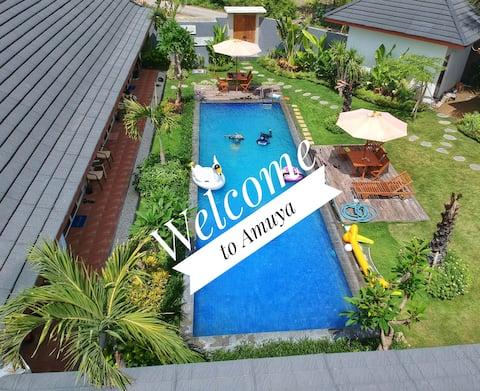 Waingapu的AMUYA溫馨客房,配有私人泳池