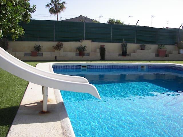 3/Chambre avec accès piscine de 50m² et jardin